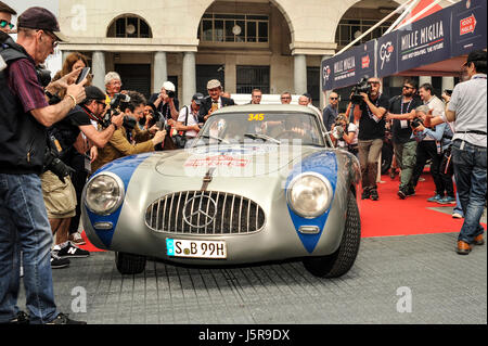 Brescia, Italy. 18th May, 2017. Mercedes SL 300 leave 1000 Miglia Village Credit: Gaetano Piazzolla/Pacific Press/Alamy - Stock Photo
