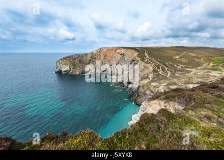 Sally's Bottom is a secluded cove on the Cornish Coast between Porthtowan and Portreath. - Stock Photo