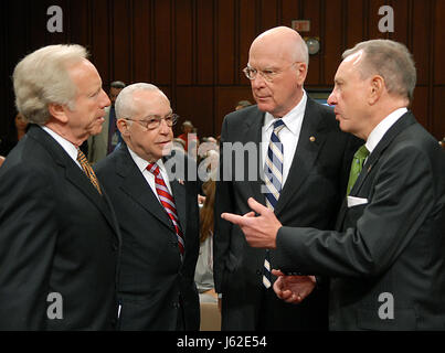 Washington, DC - October 17, 2007 -- United States Senators Joseph Lieberman (Independent of Connecticut); Judge - Stock Photo