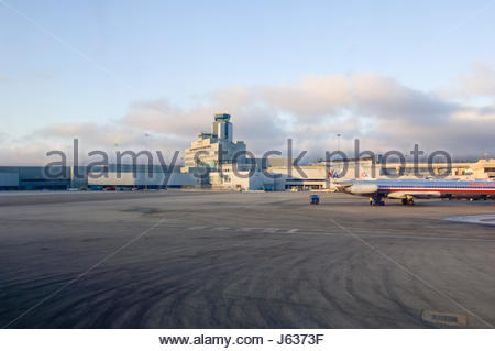 Control tower and terminal buildings of the San Francisco International Airport, California, USA. The airport is - Stock Photo