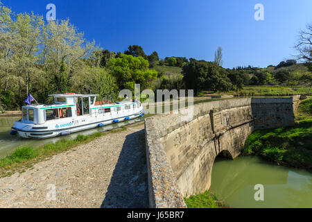 France, Aude, Paraza, on the Canal du Midi listed as World Heritage by UNESCO, Repudre canal bridge, the oldest - Stock Photo