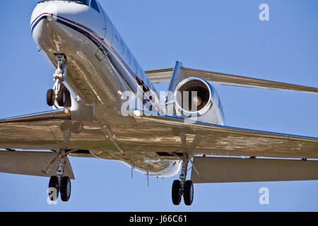 close low landing aircraft aeroplane plane airplane jet fly flies flys flying - Stock Photo