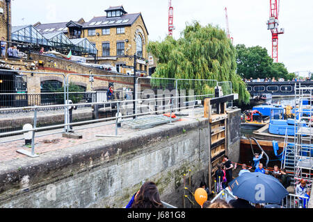 Renovation of Camden Lock and replacement of oak gates by the Canal & River Trust, September 2016 - Stock Photo