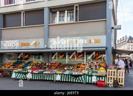 Marché 2000, a food and vegetable sales outlet on Quai Saint-Nicolas, Strasbourg, France, Europe - Stock Photo