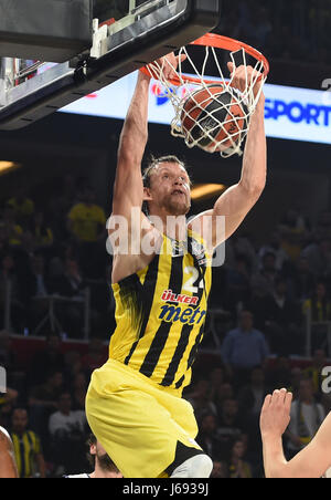 (170520) -- ISTANBUL, May 20, 2017(Xinhua) -- Jan Vesely of Fenerbahce Istanbul dunks during the semifinal between - Stock Photo