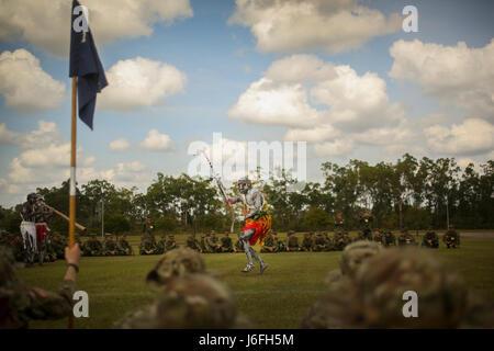 AUSTRALIAN ARMY BASE ROBORTSON BARRACKS, Australia – U.S. Army and Japanese Ground Self-Defense Force soldiers pose - Stock Photo