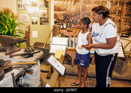 Wisconsin Kenosha Simmons Island Kenosha History Center Yesteryear Gallery Black woman girl mother child family - Stock Photo
