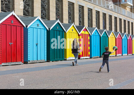 Boscombe, Bournemouth, Dorset, UK. 21st May, 2017. UK weather: lovely warm sunny day as temperatures rise and visitors - Stock Photo