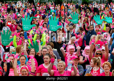 Glasgow, Scotland, UK. 21 May, 2017. Thousands of runners turned out for the 2017 'Race for Life', 5k and 10K marathon - Stock Photo