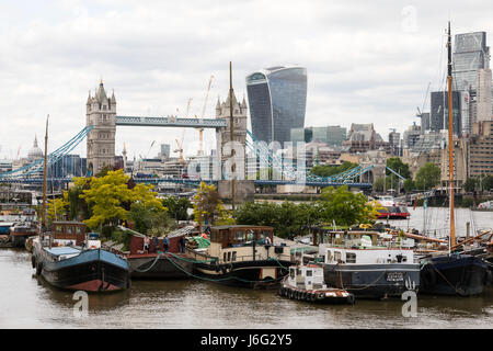 London, UK. 21st May, 2017. People visit the floating Garden Barge Square at Downings Road Moorings, near Tower - Stock Photo
