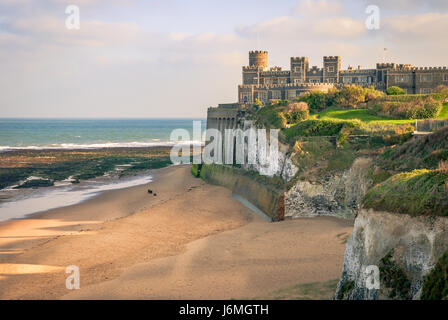 Kingsgate Castle on the cliffs above Kingsgate Bay, Broadstairs, Kent. It was built for Lord Holland in the 1760s - Stock Photo