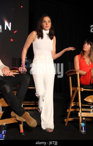 Los Angeles, USA. 21st May, 2017. Gal Gadot 05/21/2017 'Wonder Woman' Press Conference held at The 3 LABS Soundstage - Stock Photo