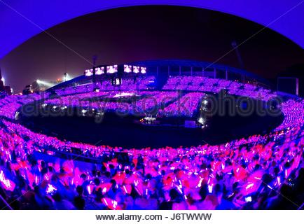 Zhenjiang, China. 19th May, 2017. About 35 thousand fans enjoy the Hong Kong singer Jacky Cheung's concert in Zhenjiang, - Stock Photo