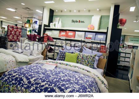 ... Miami Florida Aventura Aventura Mall Macyu0027s Department Store Shopping  Retail Display For Sale Home Furnishings Bed