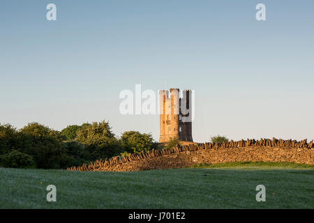 Broadway Tower at sunrise in spring along the cotswold way. Broadway, Cotswolds, Worcestershire, England - Stock Photo