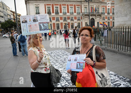 Weekly protest in Madrid regarding the Spanish government's refusal to exhume the bodies of thousands of people - Stock Photo