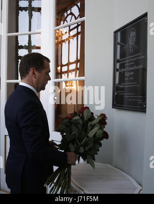 Istanbul, Turkey. 22nd May, 2017. Russia's Prime Minister Dmitry Medvedve lays flowers at a plaque in memory of - Stock Photo