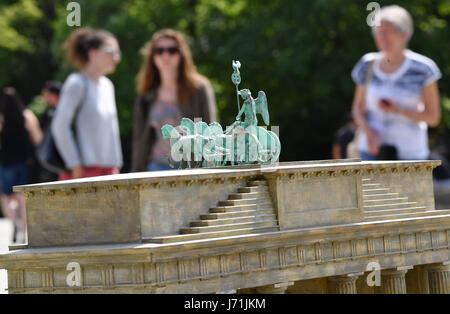 Berlin, Germany. 22nd May, 2017. The model of the Quadriga on the Brandenburg Gate at the exhibition Little Big - Stock Photo