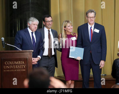 New York, USA. 23rd May, 2017. The New York Times' staff and Lee C. Bollinger (1st L), president of Columbia University, - Stock Photo