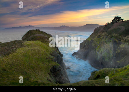 Dawn at Yaquina Head looking north along the Pacific Northwest, Oregon Coast, Newport, Oregon, USA - Stock Photo