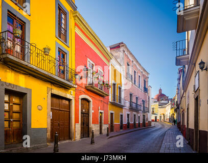 Street in Guanajuato, Mexico ------ Guanajuato is a city and municipality in central Mexico and the capital of the - Stock Photo