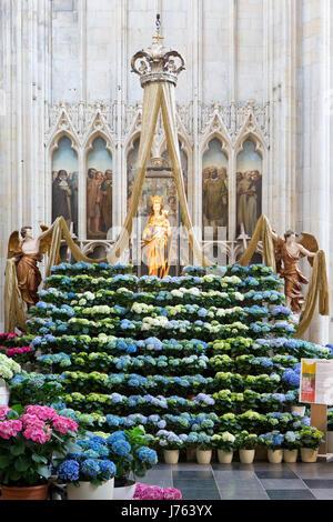 Tongeren Belgien onze lieve vrouwe basilica jesus statue tongeren belgium