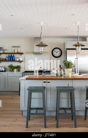 Reconditioned pendant lamps in bespoke Sylvarna kitchen - Stock Photo