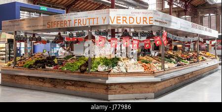 Siffert frutti y verdure, a fruit and vegetable stall in the Halles Couvertes in central Colmar, Alsace, France, - Stock Photo