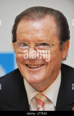Buehl, Germany. 06th June, 2010. British actor Sir Roger Moore delivers a press conference in Buehl, Germany, 06 - Stock Photo