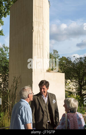 Chelsea, London, UK. 23rd May 2017. Garden designer James Basson talks happily to visitors following the announcement - Stock Photo