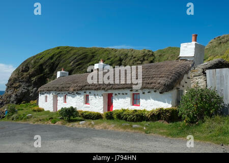 Niarbyl, Isle of Man, showing the beach, bay, row of cottages and a fisherman's hut, used for the filming of 'Waking - Stock Photo