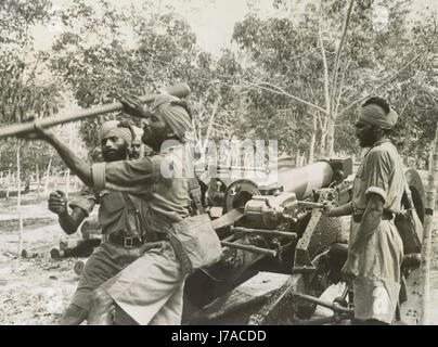 Sikh soldiers training with field artillery in Singapore, circa 1941-1942. - Stock Photo