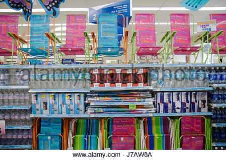Superieur ... Miami Beach Florida Walgreens Pharmacy Drugstore Retail Display For  Sale Folding Chairs Bottled Water   Stock