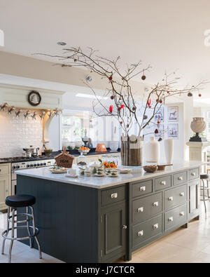christmas decorating ideas that add festive charm to your kitchen credit to httpswwwdecoistcom2014 12 16christmas decorating ideas kitchens