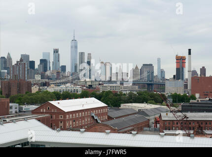 The Brooklyn Navy Yard in the foreground with the Lower Manhattan skyline behind it. The 300-acre Navy Yard had - Stock Photo