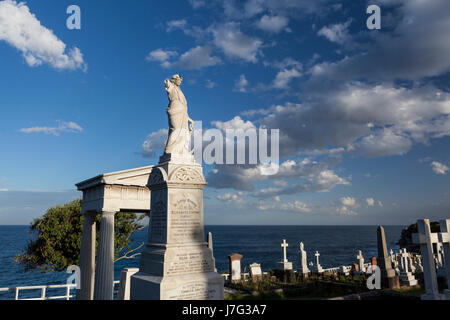 Bondi to Coogee pathway, coastal walk, via  Bronte Beach and Waverley Cemetery - Stock Photo