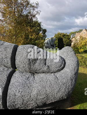 Close up of a sculpture by sophie ryder at the yorkshire for Big hands for gardening