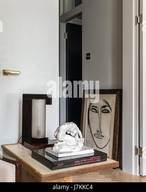Modernist art with lamp and sculpture on side table - Stock Photo
