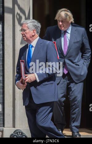 Downing Street, London, UK. 25th May 2017. Defence Secretary Sir Michael Fallon and Foreign Secretary Boris Johnson - Stock Photo