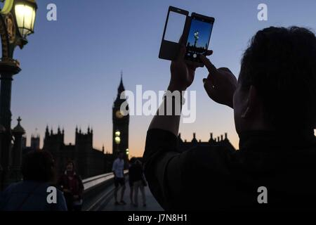 London, UK. 25th May 2017. Sunset over Houses of Parliament London. :Credit claire doherty Alamy/Live News. - Stock Photo