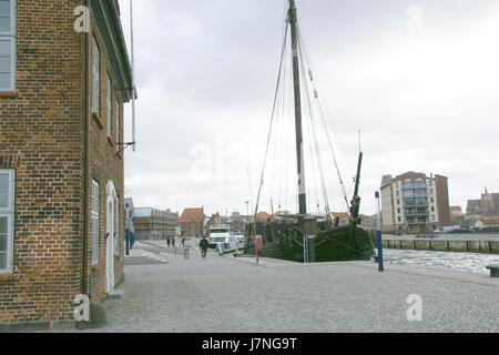2012.02.25.134519 Schiff Baumhaus alter Hafen Wismar - Stock Photo