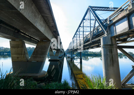 Bridge over the Shoalhaven River, in Nowra, old 1888 cast iron one on the right, new concrete one on the left, New - Stock Photo