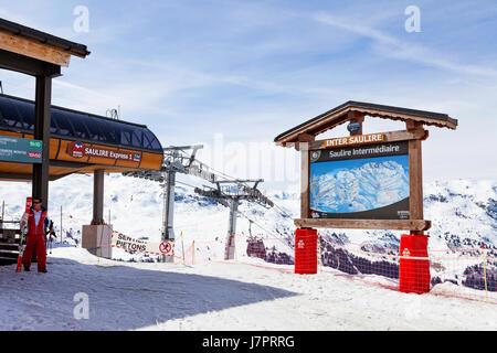 Saulire Intermediaire, Meribel, Three Valleys, French Alps, France. Saulire 1, Inter Saulire. Mid-station of lift - Stock Photo