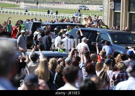 Former US president Barack Obama waves as he prepares to depart after playing a round of golf at the Old Course - Stock Photo