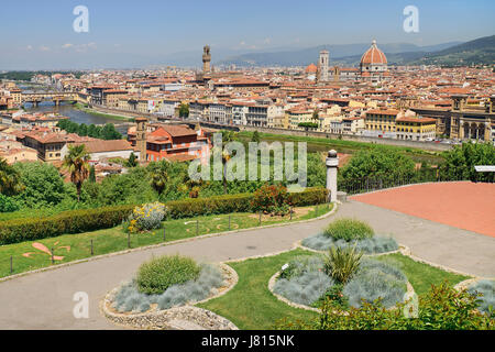 Italy, Tuscany, Florence, River Arno with Ponte Vecchio and the dome of the Cathedral seen from Piazzale Michelangelo. - Stock Photo