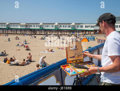 Lytham St Annes on Sea, Lancashire.  UK Weather.  Landscape artist Norman Long 'Paints the Scene' on the Fylde beach - Stock Photo