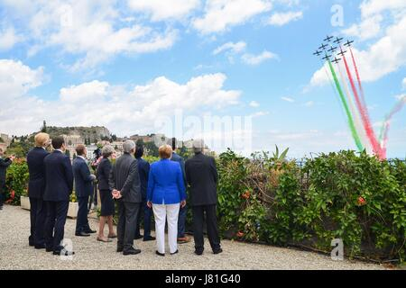 Taormina, Italy. 26th May, 2017. World leaders watch the Frecce Tricolori Italian Air Force acrobatic squadron fly - Stock Photo