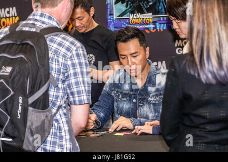 London, UK. 26th May, 2017. Donnie Yen singing aotugraphy to fans MCM London Comic Con 2017 at London Excel at Royal - Stock Photo