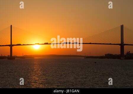 Greenhithe, Kent, United Kingdom. 26th May, 2017. View of the sun setting behind the Queen Elizabeth II Bridge over - Stock Photo