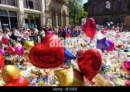 A sea of balloons and flowers carpet St Anns Square as mourners bring tributes to the 22 victims and the city of - Stock Photo